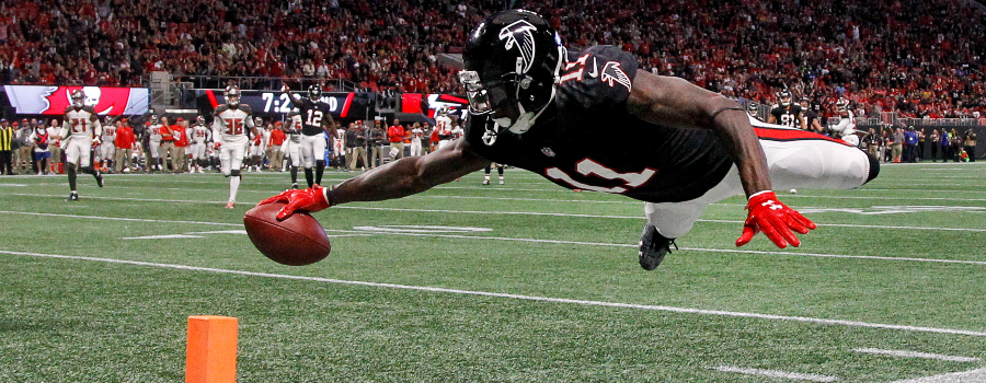 Atlanta Falcons wide receiver Julio Jones (11) dives in for a touchdown against the Tampa Bay Buccaneers in the second quarter at Mercedes-Benz Stadium.