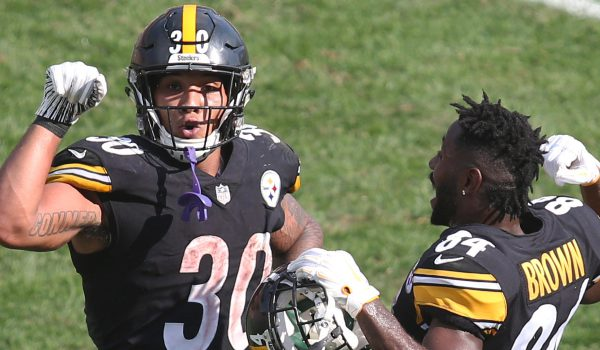Pittsburgh Steelers running back James Conner (30) celebrates his touchdown with wide receiver Antonio Brown (84)