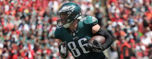 Philadelphia Eagles tight end Zach Ertz (86) runs with the ball against the Tampa Bay Buccaneers during the second quarter at Raymond James Stadium.