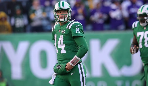 New York Jets quarterback Sam Darnold (14) reacts during the fourth quarter against the Minnesota Vikings at MetLife Stadium.