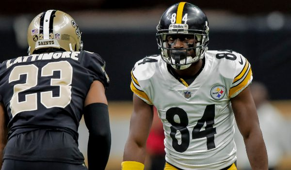 Pittsburgh Steelers wide receiver Antonio Brown (84) works against New Orleans Saints cornerback Marshon Lattimore (23) during the first quarter at the Mercedes-Benz Superdome.