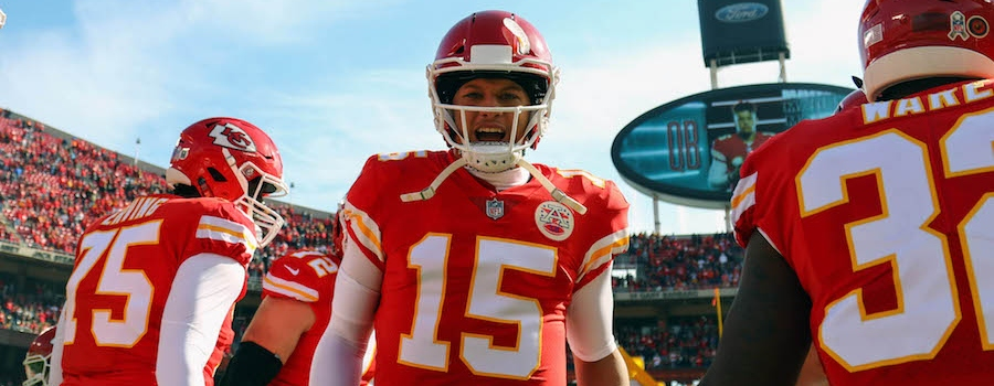 NFL Week 17 Fantasy QB Breakdown: Pay Up for Patrick Mahomes