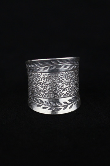 Silver Artisan Ring With Paisley Garland