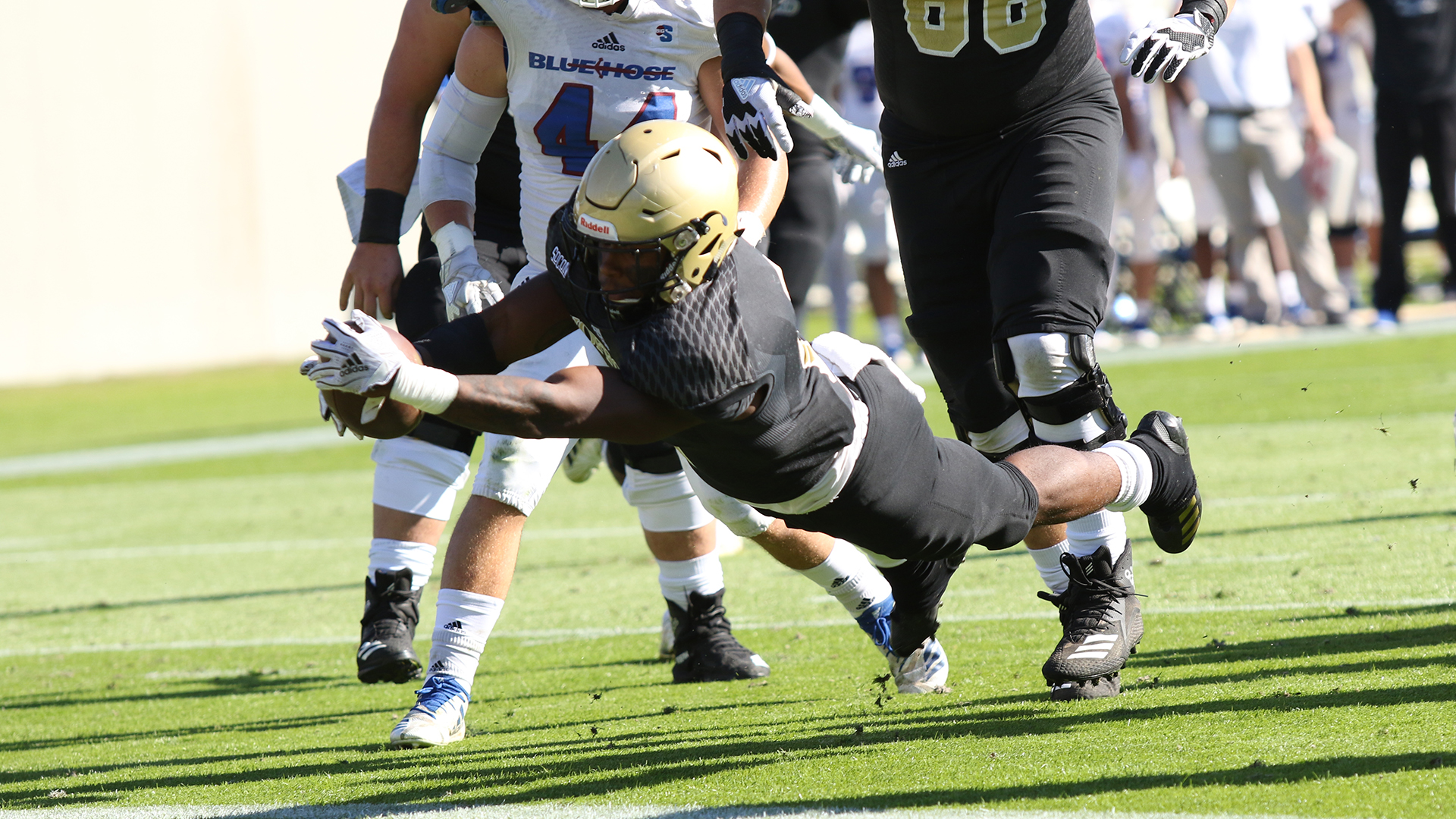 Football Wins 45 21 Over Presbyterian College Wofford College