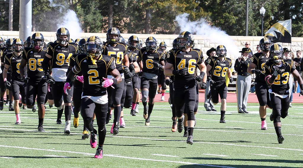 Fhsu Faces Eastern New Mexico In Heart Of Texas Bowl Saturday Night