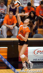 Volleyball Pushes Past Portland with Sweep