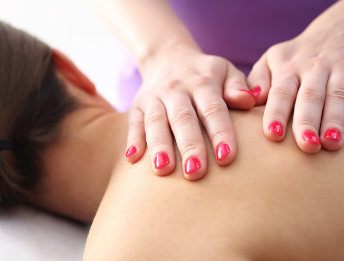 Friday afternoon massage clinic at studio de la luz