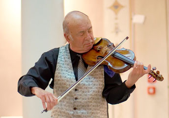 violinist Jack Glatzer in concert