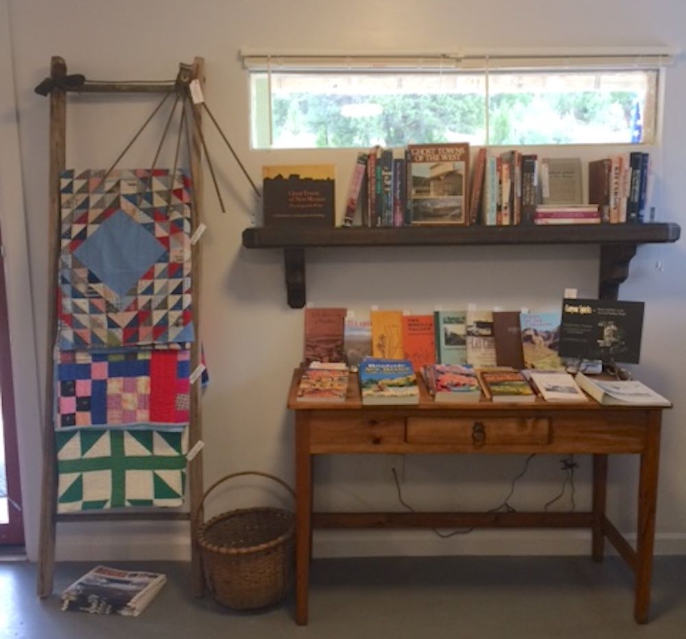 kingston art and antiques quilts and books