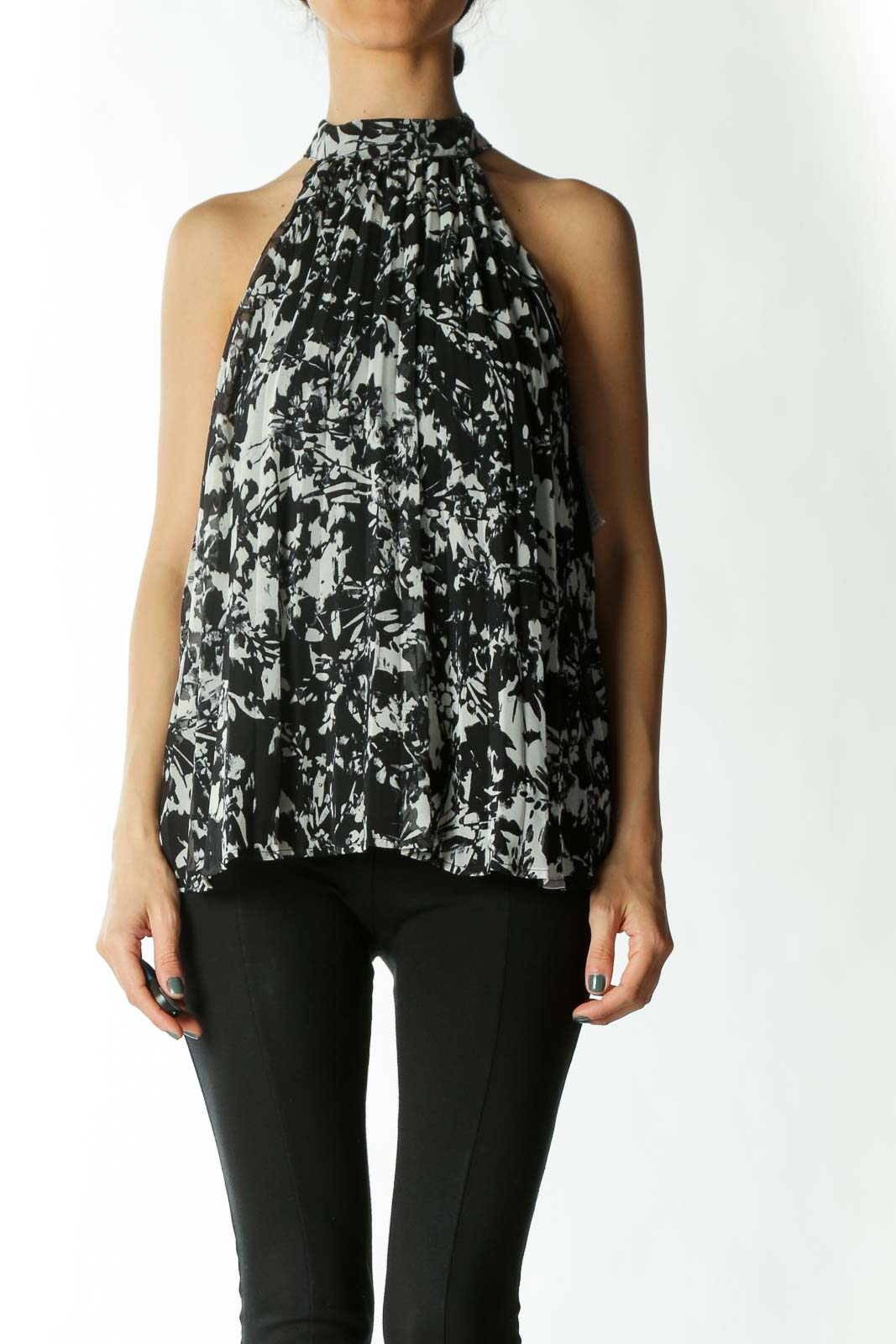Black and White Printed High-Neck Sleeveless Pleated Blouse