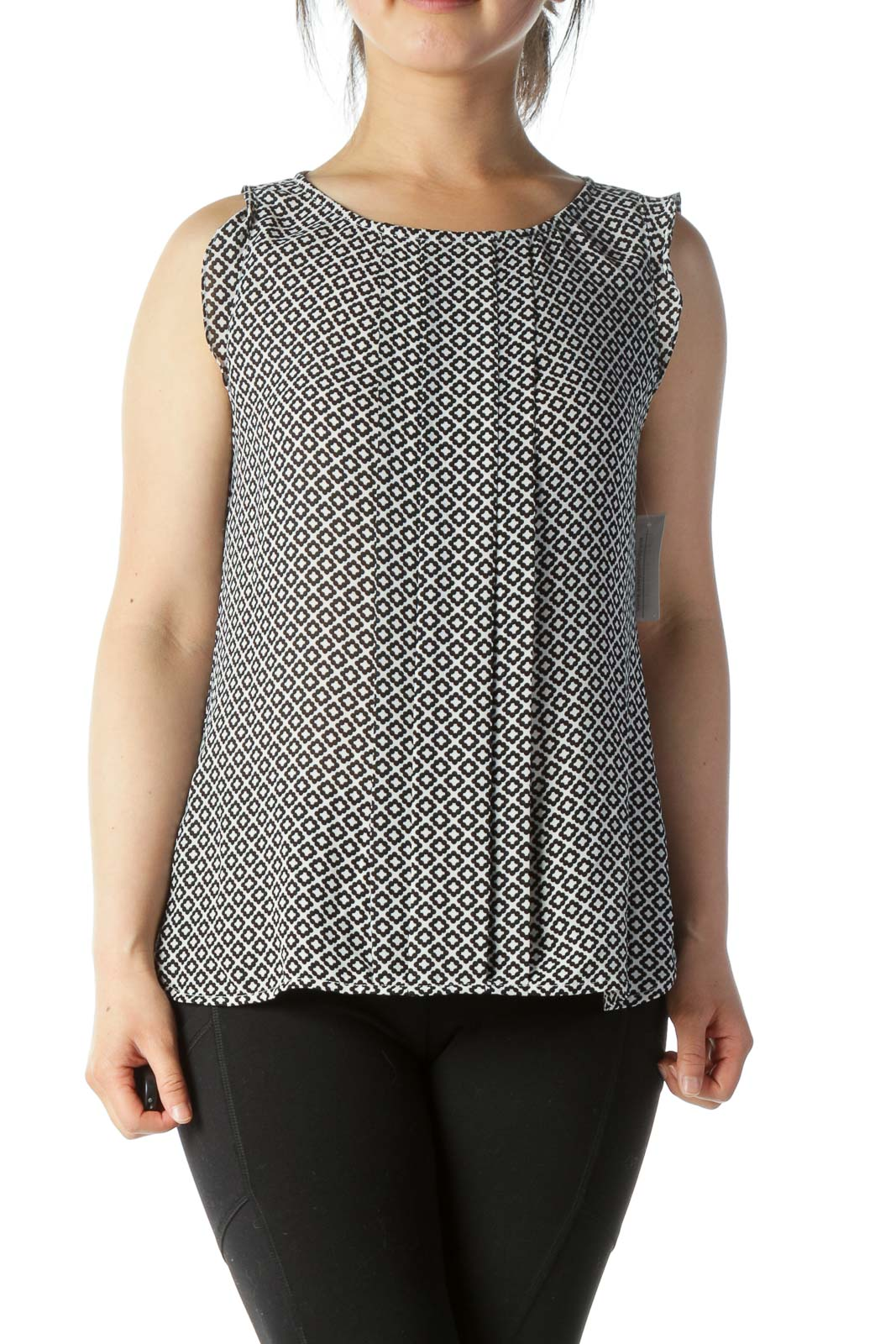 Black & White Moroccan-Tile-Print Pleated Sleeveless Blouse