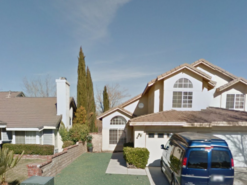 Beautiful calm spacious home in Lancaster, CA