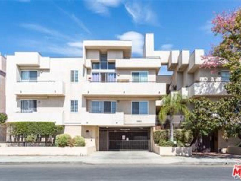 Beautiful bedroom, private bath, balcony & closet! in Los Angeles, CA