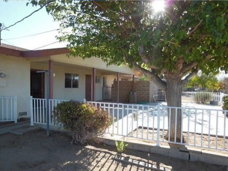 Master bedroom/private bathroom available in Yucca Valley, CA