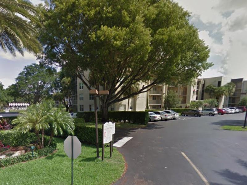 Condo in Davie , FL