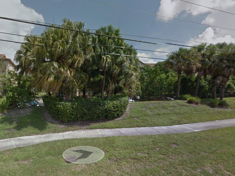 Condo in guarded secure community in Pembroke Pines, FL