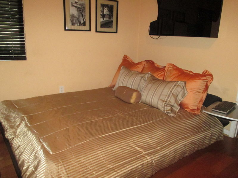 Beautifully Furnished Room with Private Bathroom  in Granada Hills, CA