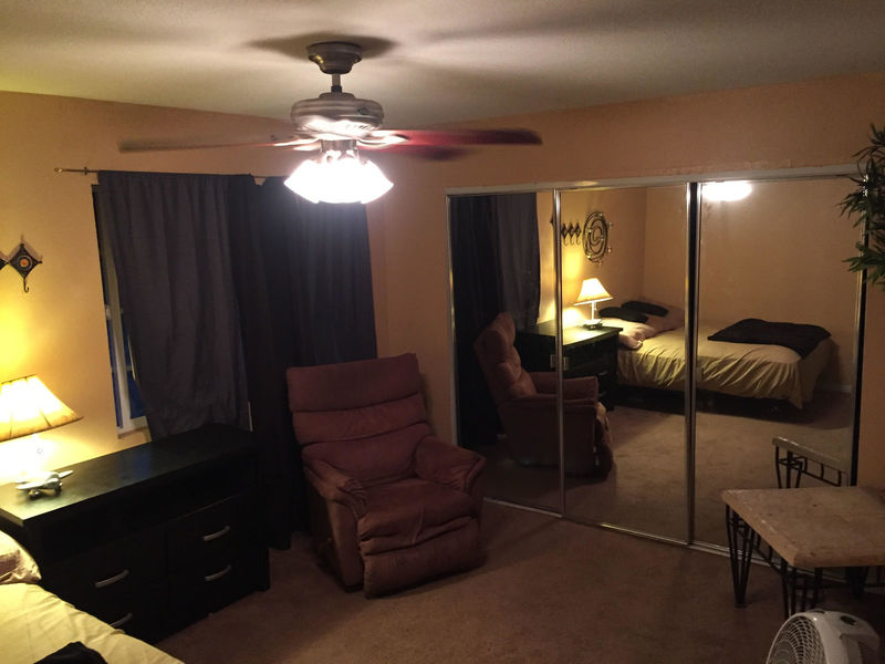 $950 Available On April 1 St. Month-To-Month Townh in Costa Mesa, CA