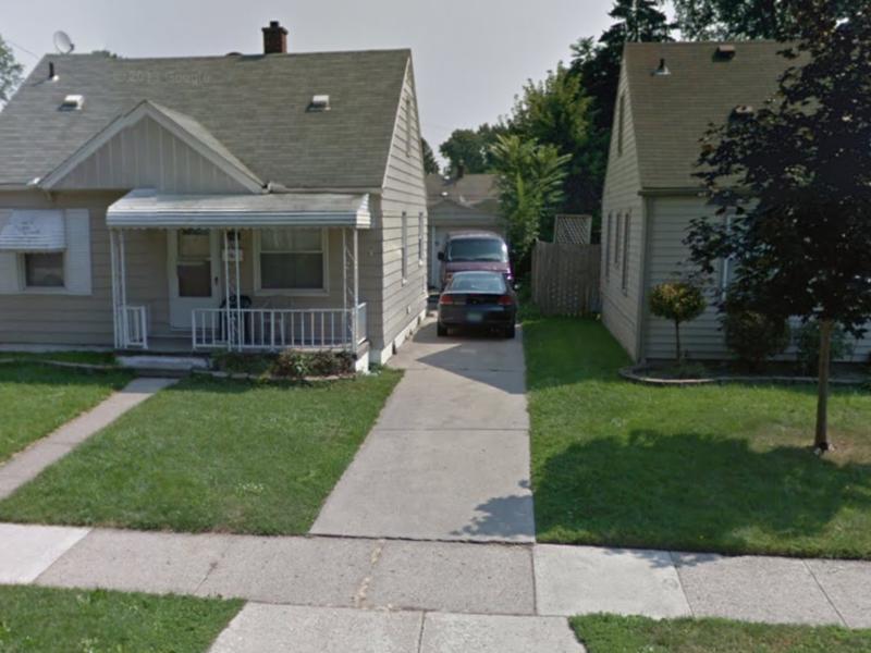 Huron St in Dearborn Heights, MI