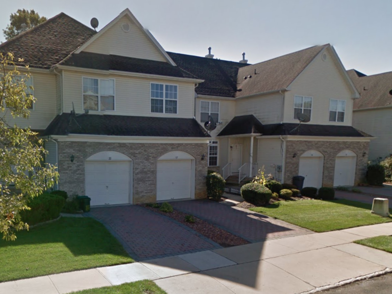 Large 3 bedroom Townhouse With Full Basement in East Windsor, NJ