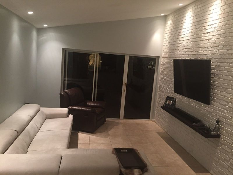 Beautiful rooms for rent in Kendall area house in Miami, FL