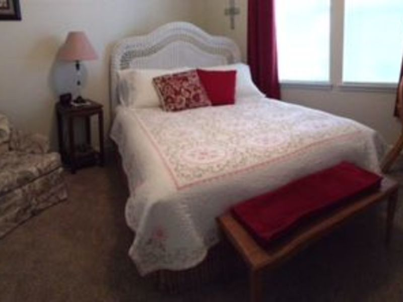 Furnished room with private bath in Fort Collins, CO