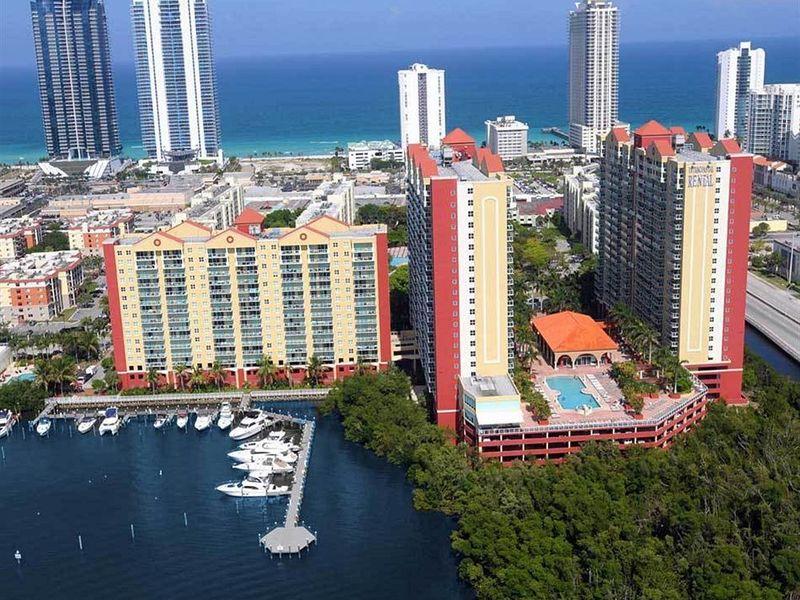 Room to rent in luxury condo  in Miami Beach, FL