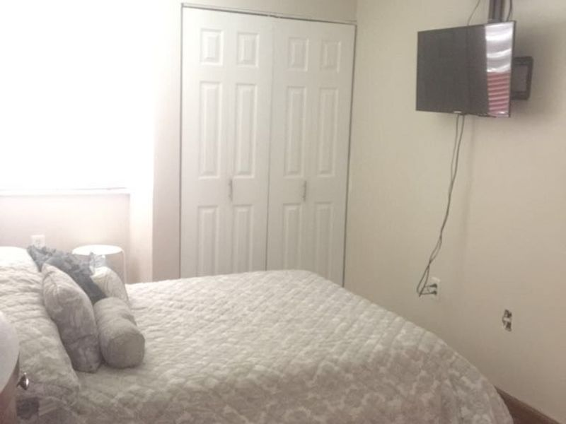 Big and nice room near FIU. EVERYTHING INCLUDED!!! in Miami, FL