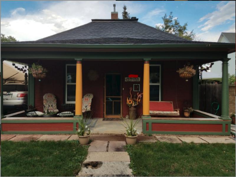 Quaint colorful cozy cottage.  in Berthoud, CO