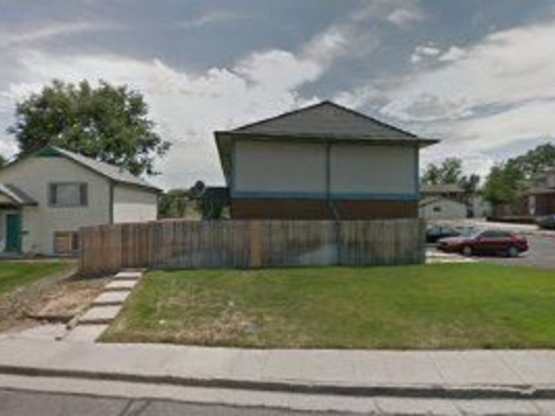 2 bedroom townhouse in Lakewood, CO
