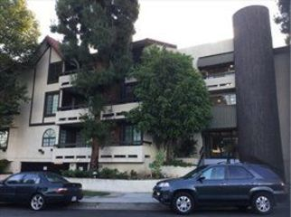 share Encino condo, clean, quiet in Encino, CA