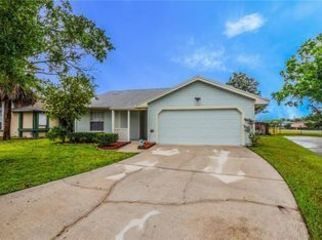Single-Family Home in Waterford Lakes in Orlando, FL