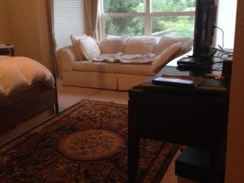 Lovely master bedroom w/bath in large home  in Lafayette, CO
