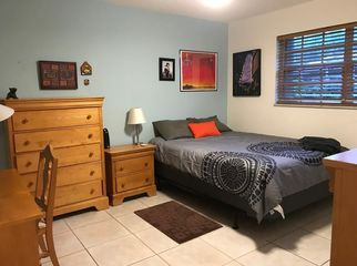 Rooms 2 blocks away from the University of Miami in Coral Gables, FL