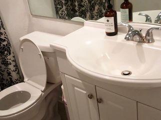 Quite room in condo great landlord  in Tarzana , CA