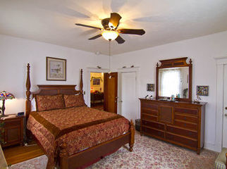 Furnished room in a historic Catonsville house. in Catonsville, MD