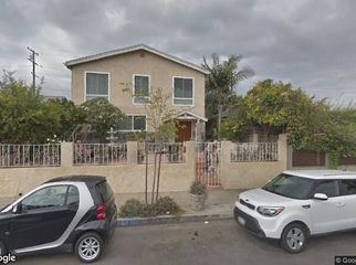 2 bedroom apartment Venice. Seeking roommate. in Venice, CA