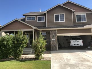 single family home to share. easy access to i-25 in Johnstown, CO