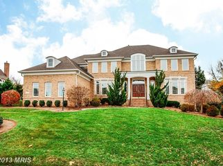 Gorgeous, Large Home with Private Suite in Ashburn, VA