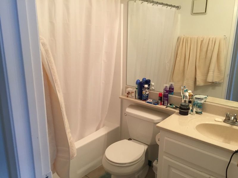 MATURE GM SEEKS GM TO SHARE GREAT APARTMENT in Long Beach, CA