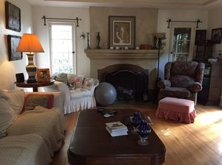 LARGE BUT COZY FURNISHED ROOM in Los Angeles, CA