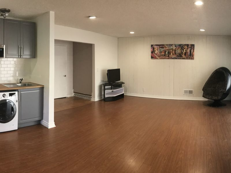 HUGE bedroom with PRIVATE bath, entrance, kitchen in Montebello, CA