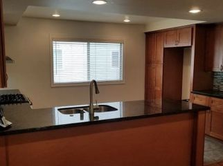 Large MASTER Bedroom in Renovated Townhome in Marina Del Rey, CA