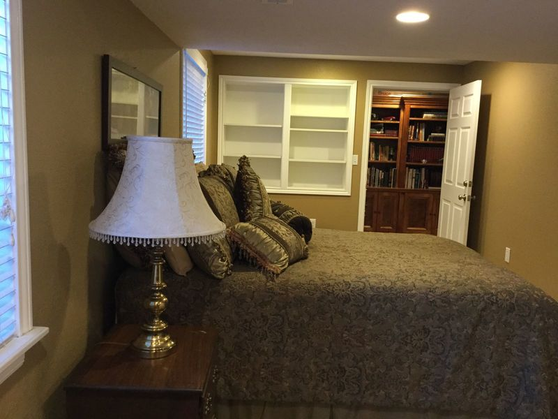 Large Room with Private Bathroom and Kitchenette   in Mead , CO