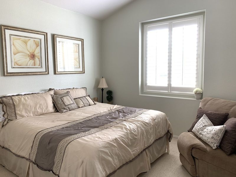 Clean quiet room in nice neighborhood  in Corona, CA