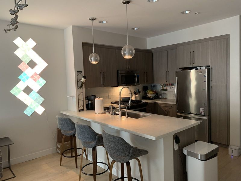 Penthouse 1 Bdrm 1 Bath available in 3 Bdrm 3bath in Los Angeles , CA