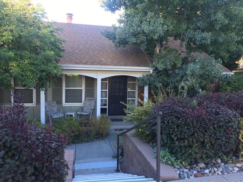 Welcoming home in beautiful neighborhood in South Glenn, CO