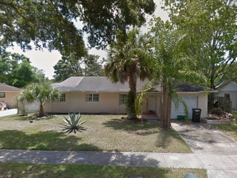 large single family home with pool in Orlando, FL