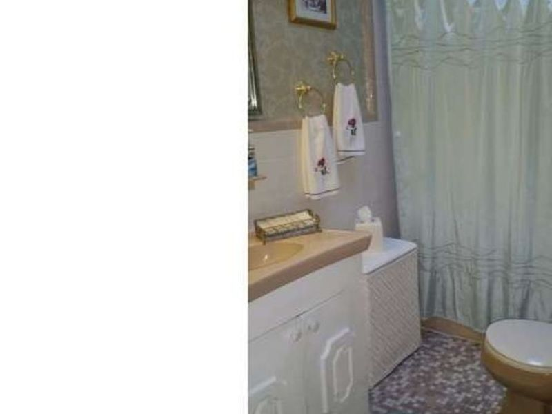 room for rent in Upper Darby, PA