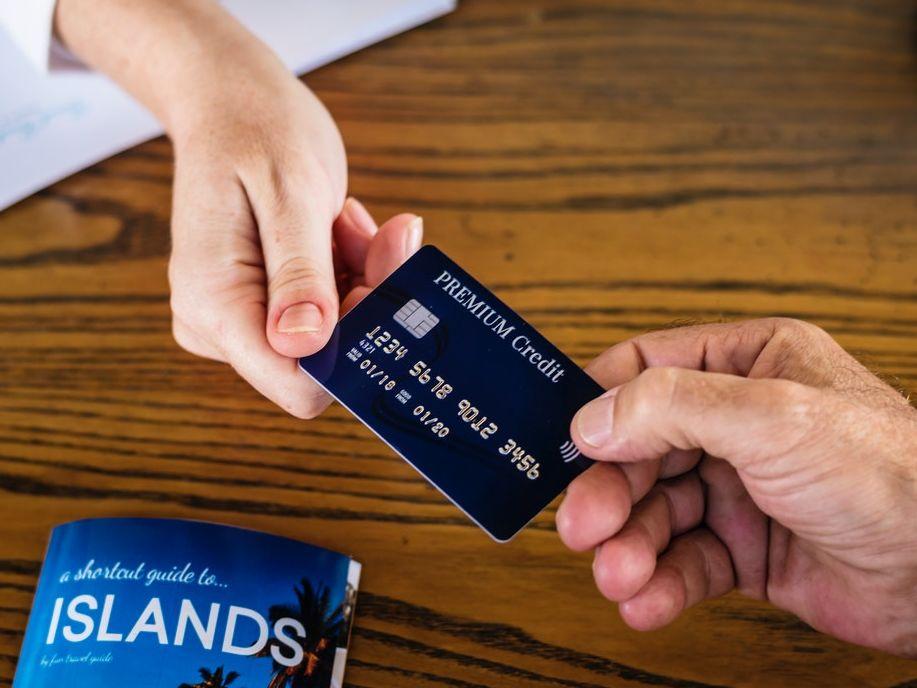 reasons why people get credit cards.jpg